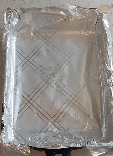 フライパンをホイルで包んだところ